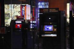 Tunnelbanabank ATM England UK fotografering för bildbyråer