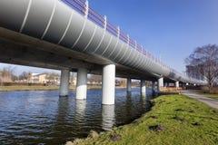 Tunnelbanaplanskild korsning från Spijkenisse till Rotterdam Arkivbilder