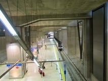 Tunnelbanastation på den Barajas flygplatsen, Madrid, Spanien. Royaltyfria Foton