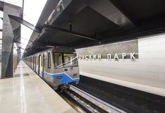 Tunnelbanastationen Petrovsky parkerar -- är en station på den Kalininsko-Solntsevskaya linjen av Moskvatunnelbanan, Ryssland Royaltyfri Fotografi