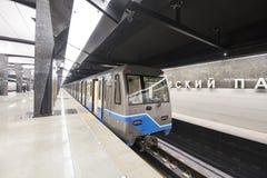 Tunnelbanastationen Petrovsky parkerar -- är en station på den Kalininsko-Solntsevskaya linjen av Moskvatunnelbanan, Ryssland Arkivbild