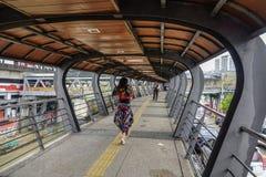 Tunnelbrug voor voetgangers royalty-vrije stock afbeeldingen