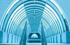 Tunnelgehweg-U-Bahnstations-Korridor stockfotografie
