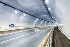 Tunnelinrebakgrund arkivfoton