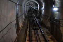 TunnelKurobe Cablecar på Tateyama Kurobe den alpina rutten i Japan fotografering för bildbyråer