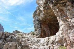 Tunnels dans la roche photographie stock