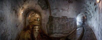 Tunnels de fort de canon en île de Cat Ba Images stock