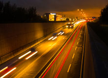 Tunnelväg på natten Fotografering för Bildbyråer