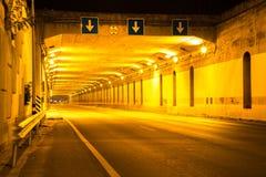 Tunnelverkehr mit Autogeschwindigkeiten Lizenzfreie Stockbilder