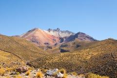 Tunupa火山从Chatahuana观点 库存图片