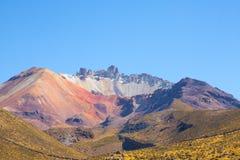 Tunupa火山从Chatahuana观点 免版税库存照片
