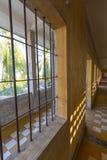 Интерьер клетки, музея Tuol Sleng или S21 тюрьмы, Пномпень, c Стоковое Изображение RF