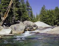 Tuomumnerivier, het Nationale Park van Yosemite stock foto's