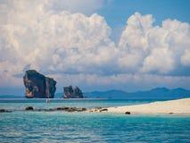 Tup Kaek海滩 krabi省晃动海运 库存照片
