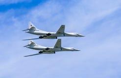 2 Tupolev Tu-22M3 (baktändning) supersoniskt s Royaltyfri Bild