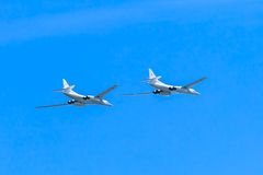 2 Tupolev Tu-22M3 (baktändning) supersoniskt s Royaltyfri Fotografi