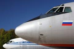 Tupolev Tu-154M RA-85663 und Ilyushin IL-86 RA-86103 an internationalem Flughafen Sheremetyevo Lizenzfreies Stockfoto