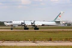 Tupolev Tu-95MS Bear 62 som ÄR RÖD av ryssflygvapen på Zhukovsky Arkivbild