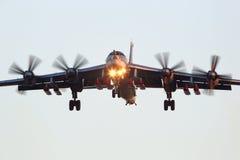 Tupolev Tu-95MSM z osiem pociskami manewrującymi perfoming próbnego fligh fotografia royalty free
