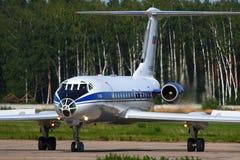 Tupolev Tu-134A-3 RA-65573 da força aérea do russo que taxiing em Chkal Fotografia de Stock Royalty Free