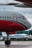 Tupolev Tu 204 skrzydeł Czerwone linie lotnicze Fotografia Stock