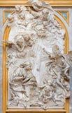 TURÍN, ITALIA - 14 DE MARZO DE 2017: El alivio de mármol del anuncio en la iglesia Basilica di Superga Imágenes de archivo libres de regalías
