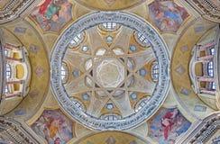 TURÍN, ITALIA - 13 DE MARZO DE 2017: La cúpula con los frescos del evangelista en los di San Lorenzo de Chiesa de la iglesia foto de archivo libre de regalías