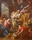 TURÍN, ITALIA - 16 DE MARZO DE 2017: La pintura de la presentación de Jesús en el templo en los di San Massimo de Chiesa de la ig imagenes de archivo