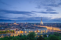 Turín (Torino), alto panorama de la definición en el crepúsculo Fotografía de archivo
