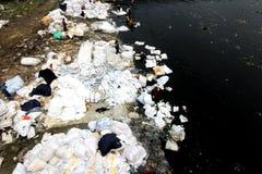 Turag flodförorening på Tongi Arkivbild