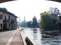 Turbigo-Italië-03 12 2014, thermo-elektrische de installatieschoorstenen van Turbigo royalty-vrije stock foto's