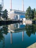Turbigo-ITALY-03 12 2014, chimeneas termoeléctricas de la planta de Turbigo Imagen de archivo
