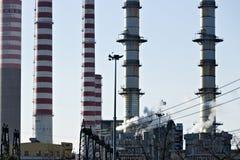 Turbigo milano lombardy L'Italia 24 marzo 2019 Camini della centrale elettrica immagine stock libera da diritti