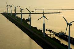 Turbin del viento por el mar del tye foto de archivo