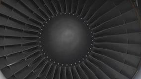 Turbin på vingen av en Boeing 747 på flygplatsen stock video