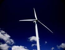 Turbina contra o céu preto Imagens de Stock