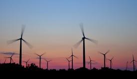 Turbina de vento no por do sol Fotografia de Stock Royalty Free