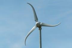Turbina de vento que gira no vento Fotografia de Stock