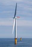 Turbina de viento costa afuera Imágenes de archivo libres de regalías