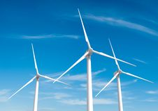 Turbina de viento en el cielo azul Fotografía de archivo