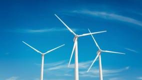 Turbina de viento en el cielo azul almacen de metraje de vídeo
