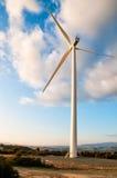 Turbina de viento en puesta del sol Fotografía de archivo libre de regalías