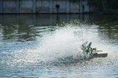 Turbina del agua en la charca tailandia Imagen de archivo libre de regalías