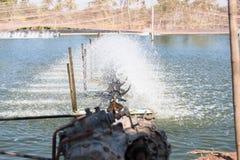 Turbina del agua que hace girar para limpio y el tratamiento Imágenes de archivo libres de regalías