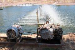 Turbina del agua que hace girar para limpio y el tratamiento Foto de archivo
