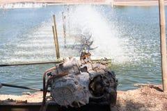 Turbina del agua que hace girar para limpio y el tratamiento Imagen de archivo