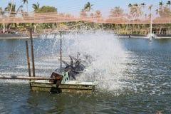 Turbina del agua que hace girar para limpio y el tratamiento Fotografía de archivo