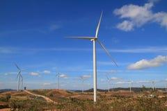 Turbina del paesaggio sulla montagna e sul cielo blu Immagine Stock Libera da Diritti