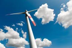 Turbina di vento e couds immagini stock libere da diritti