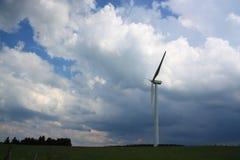 Turbina di vento in una tempesta. Fotografia Stock